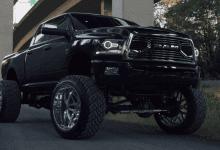 Photo of Vyzdvihaný Dodge RAM ve 4K videu